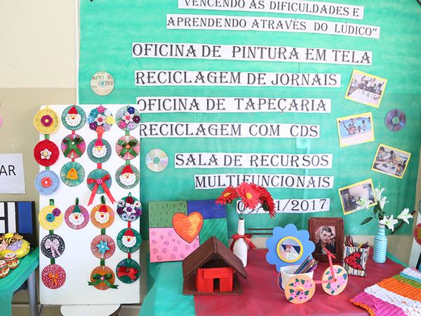 Exposição dos trabalhos manuais realizados pelos alunos da sala de recursos