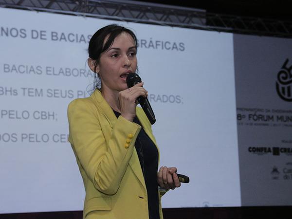 Meire Carreira explanou sobre a gestão dos recursos hídricos da Semarh, especialmente no que diz respeito à democratização