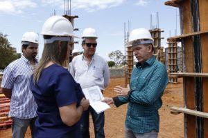 Governadora em exercício visita canteiro de obras do Naturatins_Fotos Ney Carneiro-Governo do Tocantins (11)_300.jpg