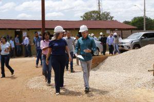 Governadora em exercício visita canteiro de obras do Naturatins_Fotos Ney Carneiro-Governo do Tocantins (21)_300.jpg