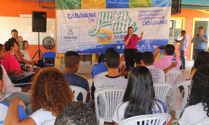 A governadora em exercício, Claudia Lelis, participa das ações da Caravana da Juventude em Brejinho de Nazaré