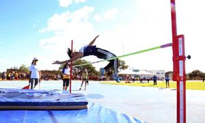 Kamila Soares salta para conquistar uma vaga nos Jogos Escolares da Juventude