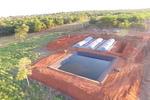 O sistema completo instalado na Fazenda Bom Tempo, é composto por oito biodigestores, que tem capacidade para o tratamento de dejetos de cerca de 300 mil aves