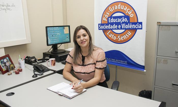 A diretora de Pós-Graduação da Unitins, Fabíola Sandini Braga explicou que o curso de Pós-Graduação Lato Sensu em Educação, Sociedade e Violência é fruto de um estudo realizado nos anos de 2016 e 2017