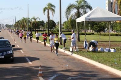Pontos de hidratação estarão distribuídos a cada 2 km, atletas devem ficar atentos a estratégia de hidratação