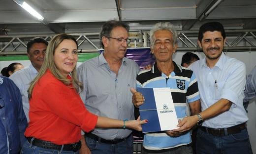 Marcelo entregou, na manhã desta sexta-feira, 1º de dezembro, mais 60 títulos definitivos de propriedades rurais para moradores do município de Taguatinga