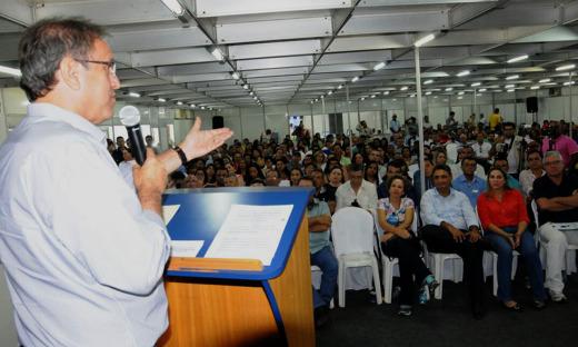 Governador ressaltou que a titularidade representa dignidade e respeito às famílias beneficiadas, além de investimento em cidadania para o tocantinense