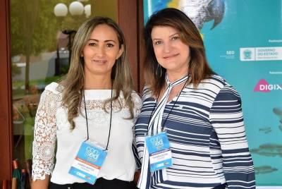 Ao lado da diretora Marisa Alves, do Caic, uma das cinco finalistas do Prêmio Gestão Escolar