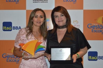 Wanessa Sechim e Marisa dos Santos comemoram a premiação
