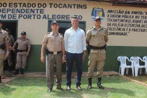 Comandante-geral da PM juntamente com o prefeito Rennan e o comandante da 2ª CIPM em frente a nova sede do destacamento de Porto Alegre.jpeg