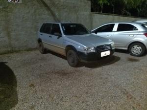 Fiat uno, um dos veículos usados pelos suspeitos durante a fuga_300.jpg