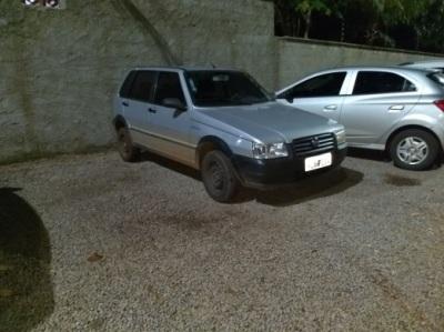 Fiat uno, um dos veículos usados pelos suspeitos durante a fuga_400.jpg