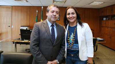 Patrícia do Amaral em conversa com o Ministro como presidente do Fonset