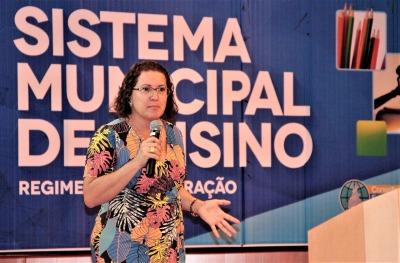 Maria Ester Galvão de Carvalho apresenta a temática dos Sistemas de Ensino e o Regime de Colaboração