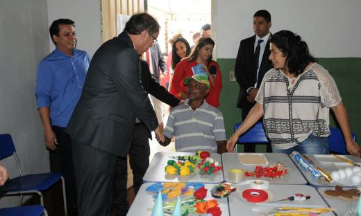 Após despachar com os secretários de Estado, o governador Marcelo Miranda visitou os núcleos das secretarias estaduais que estão desenvolvendo ações no município