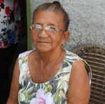 A dona de casa Maria Rodrigues da Silva observa da porta de casa as cerimônias em homenagem à primeira Capital do Tocantins