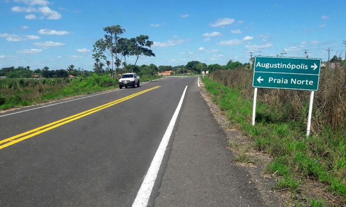 Governo do Tocantins entrega asfalto novo à população de Augustinópolis e Praia Norte