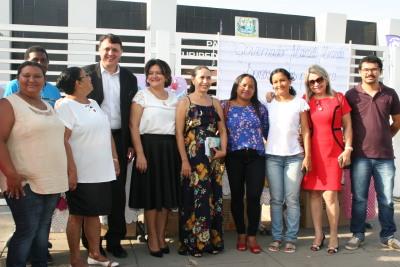 O secretário Alexandro e a superintendente Noraney com os artesãos de Miracema