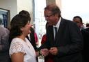 O governador Marcelo Miranda entrega carteira a artesãos de Miracema