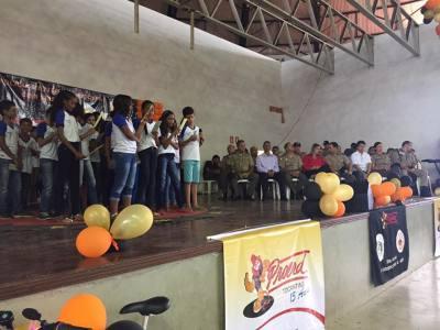 Foto 1 - Subsecretário Felizardo Ramos e superintendente de ações sobre drogas estavam na formatura do Proerd representando a Seciju_400.jpg