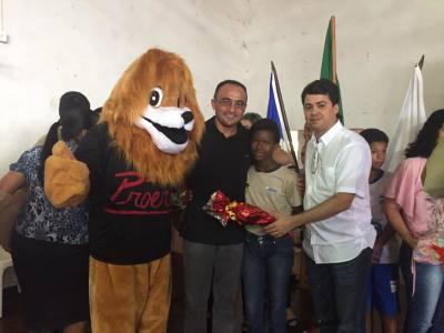 Foto 4 - O superintendente José Américo Júnior também prestigiou um dos formandos._400.jpg
