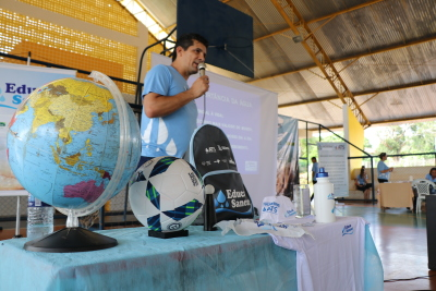 Sued Magno, engenheiro ambiental da ATS, durante ciclo de palestras em Piraquê