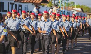 Desfile alunos CPM Araguaína