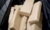 Além dos materiais de origem duvidosa, foram encontrados cerca de oito quilos de drogas