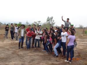 Atentos estudantes ouvem as explanações do gestor da Unidade