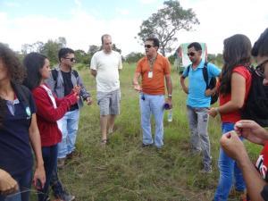 Em visita a campo é explicado assuntos referentes à UC