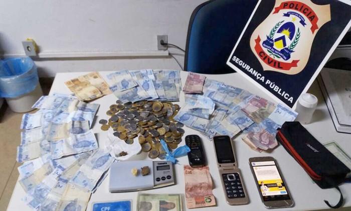 Drogas e dinheiro apreendidos pela Polícia Civil em Araguaína