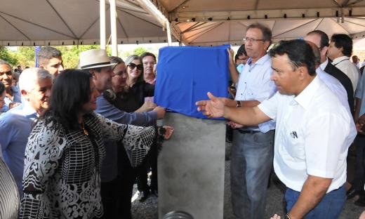 Governador Marcelo Miranda inaugurou as obras de pavimentação e drenagem no setor Maracanã, em Araguaína em 2017