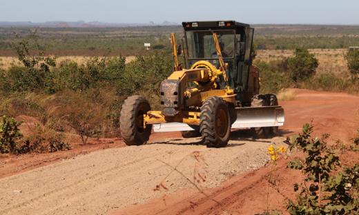 Rodovias de acesso ao Jalapão passam por manutenção e requerem atenção dos motoristas devido as máquinas na pista