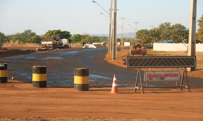 As obras nas avenidas NS-15 e LO-13 têm como objetivo melhorar o acesso às universidades públicas na Capital e às praias da região central, bem como desviar o tráfego de cargas pesadas do centro da cidade