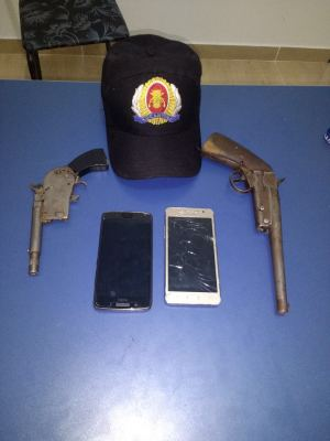 Armas e celulares apreendidos em Bandeirantes