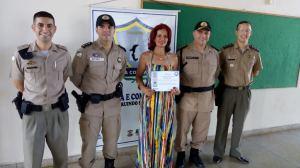 Militares da Polícia Comunitária na realização de cursos.jpeg