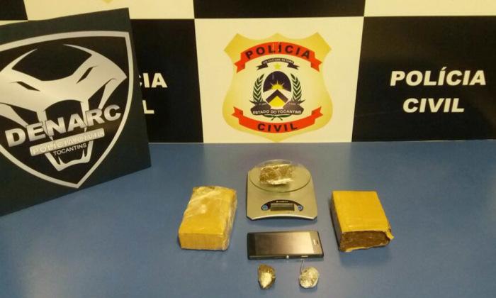 Além da prisão do traficante, os policiais civis apreenderam drogas, balança de precisão e outros materiais
