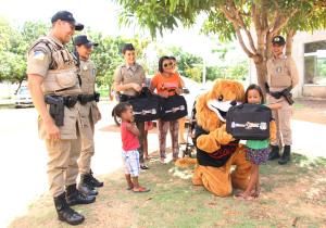 Trabalho social da Polícia Militar mantém a aproximação com a comunidade.JPG