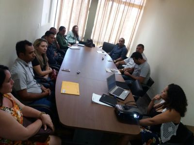 Projetos e capacitações são discutidos em reunião