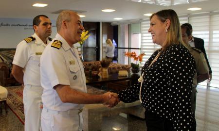 Governadora em Exercício, Claudia Lelis, recebe novo comandante da Marinha no Tocantins