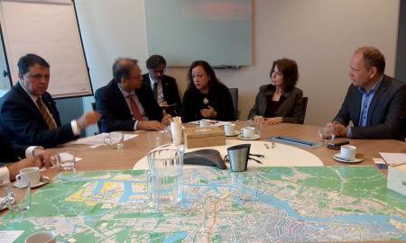 """O diretor geral do Porto de Amsterdã, Gert-Jan Nieuwenhuizen (D), afirmou que o motivo principal para assinarem o protocolo de intenções com o Tocantins é """"que temos confiança no governo e confiança em nossa experiência"""""""