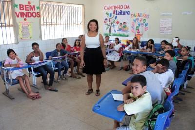 Na sala de aula, a hora da leitura é primordial para ampliar a visão sobre a vida e o mundo