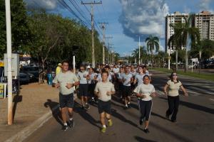 Comandante geral da PM participa de corrida com alunos do Colégio Militar.JPG