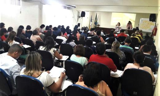 Estão participando cerca de 90 profissionais entre diretores, coordenadores e técnicos das Diretorias Regionais de Educação