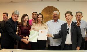 Com a entrega dos títulos de regularização fundiária, a União doa as terras aos quatro municípios tocantinenses beneficiados nesta primeira etapa
