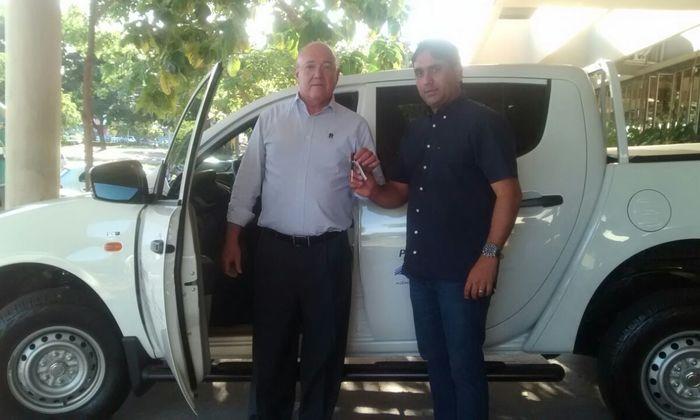 Presidente do Naturatins, Herbert Brito Barros (Buti), recebe veículo do subsecretário da Semarh, Fábio Lelis