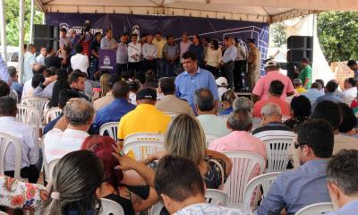 Comunidade local esteve presente acompanhando a entrega da obra