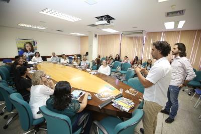 Equipe estuda sobre o trabalho escravo contemporâneo e planeja ações para serem desenvolvidas nas escolas