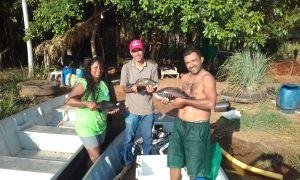Hoje os pescadores comercializam o tambaqui, a piabanha e a caranha. Também estão iniciando a compra de alevinos de piau