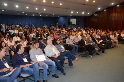 A oficina e reuniu além de 39 prefeitos representantes de vários municípios entidades de classe, universidades e órgãos relacionados ao tema. Aldemar Ribeiro.JPG